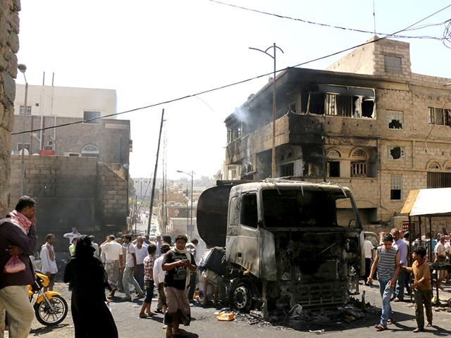 Military-officials-said-over-10-civilians-died-and-some-200-others-were-wounded-in-the-fire-after-a-truck-carrying-oil-was-hit-by-crossfire-between-fighters-loyal-to-the-exiled-President-Abed-Rabbo-Mansour-Hadi-and-Shiite-rebels-in-Taiz-city-Yemen-May-25-2015-AP-Photo