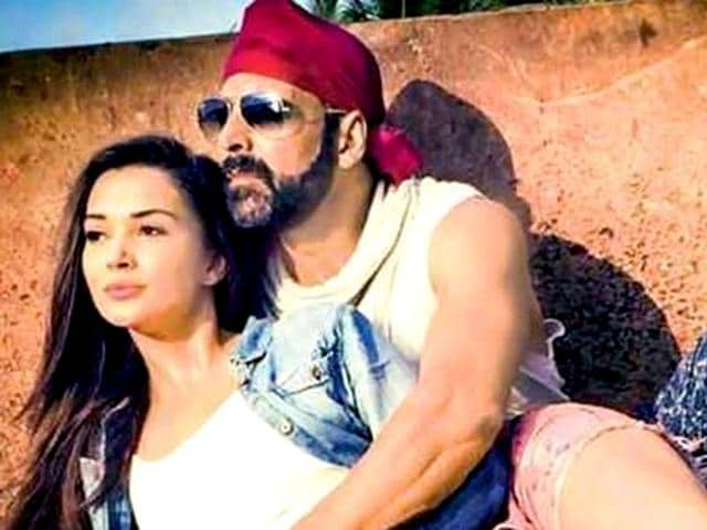 Akshay-Kumar-Amy-Jackson-in-Singh-Is-Bling