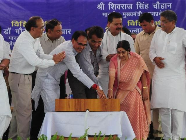 Railway-minister-Suresh-Prabhu-along-with-Sushma-Swaraj-and-CM-Shivraj-Singh-Chouhan-during-a-programme-to-lay-foundation-of-Diesel-Locomotive-Traction-Alternator-Workshop-in-Vidisha-Mujeeb-Faruqui-HT