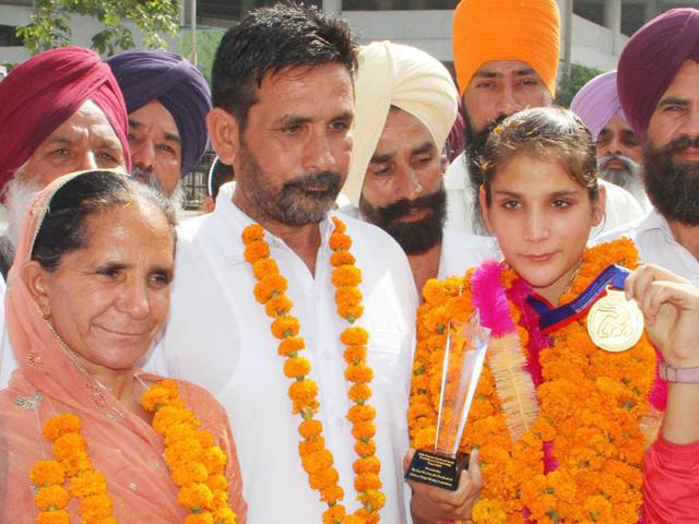 Junior-world-boxing-champion-Mandeep-Kaur-with-her-parents-on-arriving-home-in-Ludhiana-district-on-Tuesday-JS-Grewal-HT