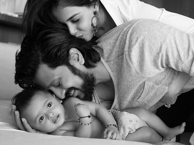 Riteish-Deshmukh-with-wife-Genelia-and-son-Riaan