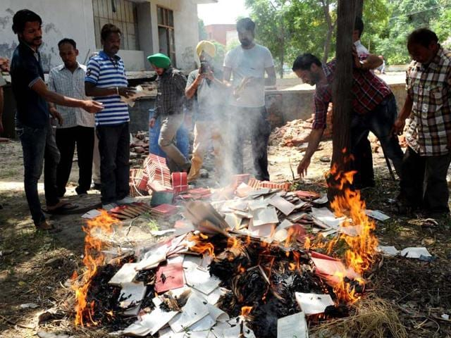 Punjab-language-department-burns-all-copies-of-banned-book-HT-Photo