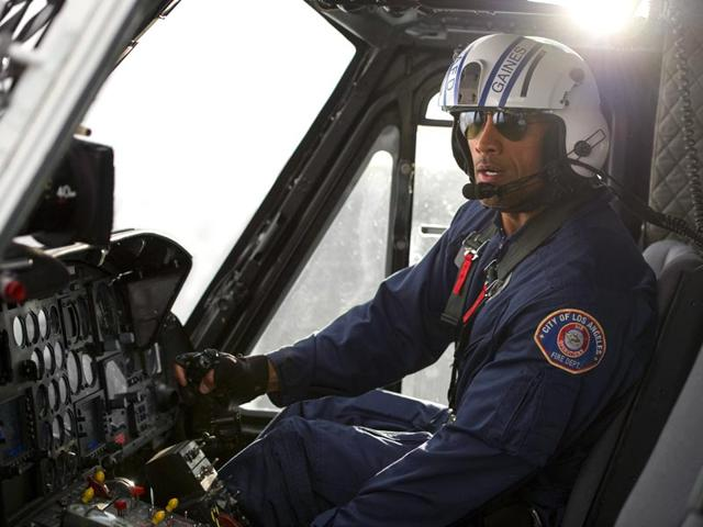 Dwayne-Johnson-plays-a-search-and-rescue-pilot-in-San-Andreas