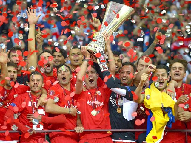 Sevilla-s-team-celebrate-with-the-trophy-after-the-UEFA-Europa-League-final-football-match-between-FC-Dnipro-Dnipropetrovsk-and-Sevilla-FC-at-the-Narodowy-stadium-in-Warsaw-Poland-Sevilla-FC-won-2-3-AFP-PHOTO