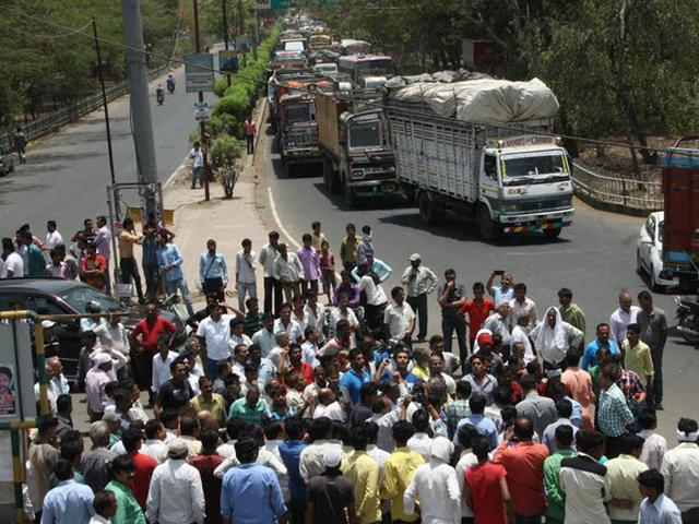 Family-members-of-builder-Hemant-Goyal-block-the-road-near-Bombay-Hospital-in-protest-in-Indore-on-Tuesday-HT-file-photo