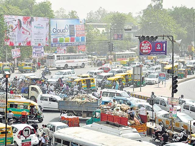 Traffic-cops-have-been-struggling-to-ensure-smooth-flow-of-traffic-at-the-intersection-Sakib-Ali-HT-Photo