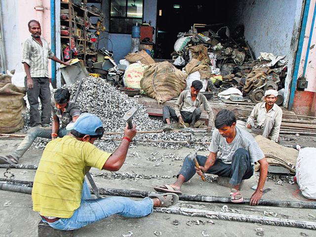 People-continue-to-work-at-the-Mayapuri-scrap-market-with-hardly-any-safety-mechanism-in-place-on-Friday-HT-Photo