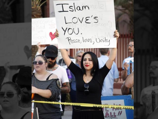 Sumach-Dawud-L-and-Jala-Abbas-Yousufzai-C-gesture-at-anti-Islam-protesters-during-a-demonstration-near-an-Islamic-Community-Centre-in-Phoenix-Arizona-on-May-29-2015-Police-stepped-in-to-separate-anti-Islam-protesters-outside-a-US-mosque-from-demonstrators-defending-religious-rights-in-a-tense-but-peaceful-standoff-AFP-Photo-Dave-Cruz