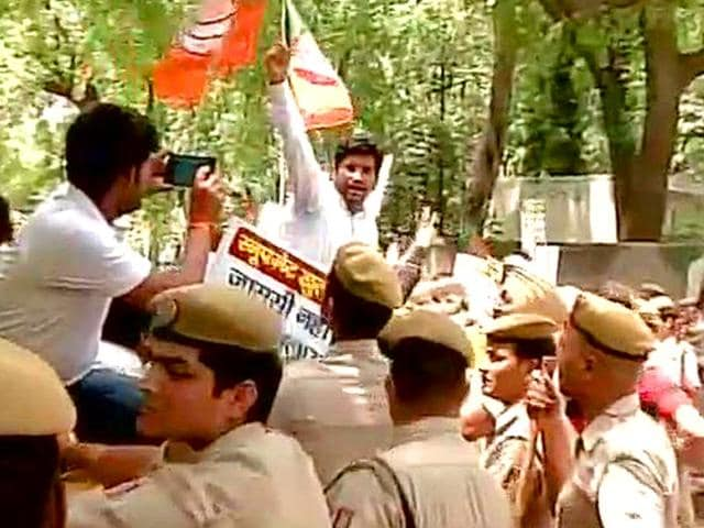 BJP-workers-protesting-outside-Delhi-CM-Arvind-Kejriwal-s-residence-against-the-AAP-government-proposal-to-buy-spyware-for-surveillance-and-monitoring-for-its-anti-corruption-branch-ANI-Photo