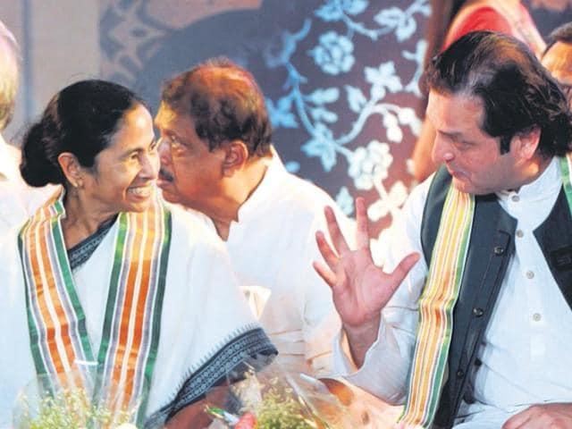 West-Bengal-CM-Mamata-Banerjee-with-Waleed-Iqbal-grandson-of-Urdu-poet-Muhammad-Iqbal-at-Nazrul-Mancha-Ashok-Nath-HT-Photo