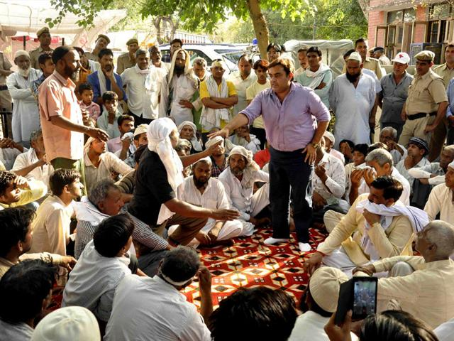 Sarpanch-Rajesh-Chaudhary-and-other-Panchayat-people-seen-talking-to-riot-affected-people-at-the-CITY-Police-Station-convincing-them-to-come-back-to-their-homes-Also-seen-in-the-image-is-the-local-MLA-Tekchand-Sharma-Subhash-Sharma-HT-Photo