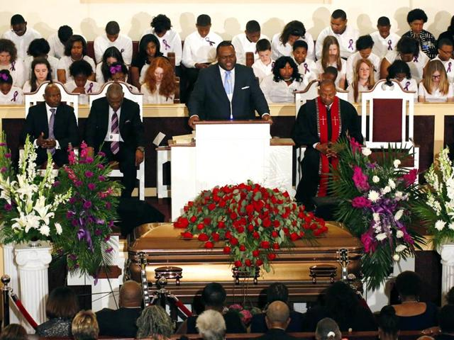 Rev-Otis-Anthony-offers-a-prayer-of-comfort-during-the-funeral-for-blues-legend-Riley-BB-King-at-Bell-Grove-M-B-Church-in-Indianola-Saturday-May-30-2015-AP-Photo