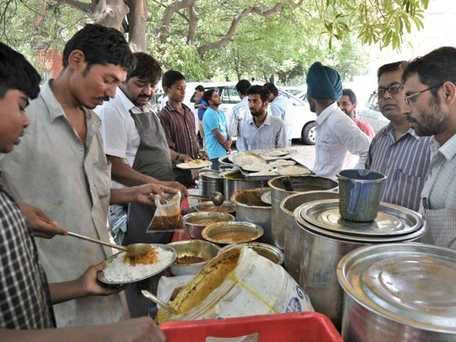 People-from-all-walks-of-life-throng-roadside-stalls-in-Sector-34-Chandigarh-for-a-quick-bite-RAVI-HT-PHOTO