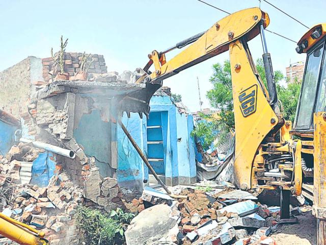 Illegal-constructions-being-razed-to-the-ground-at-the-NMCH-HT-Photo