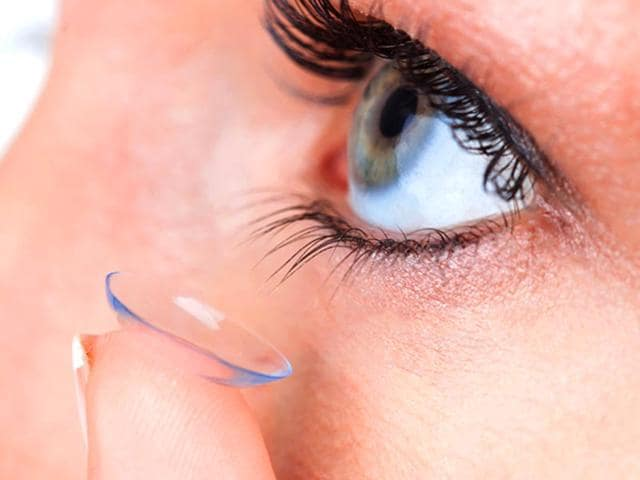 A-new-study-found-that-people-who-wear-contact-lenses-everyday-have-different-microorganisms-in-their-eyes-than-those-who-dont-wear-contact-lenses-Photo-Shutterstock