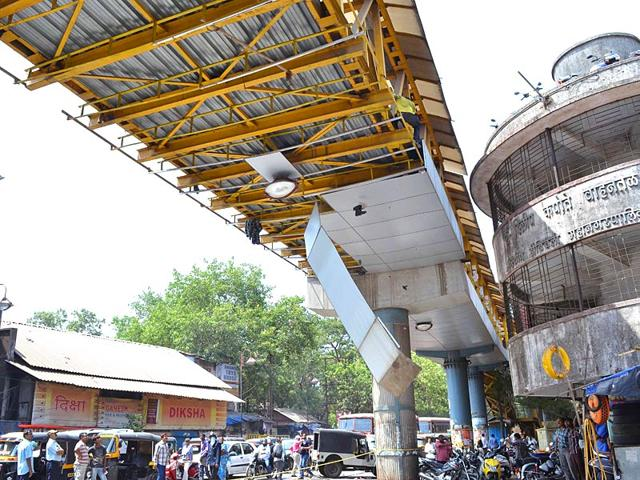 Kalyan skywalk,Kalyan skywalk collapses