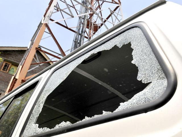 A-man-inspects-the-glass-window-shield-of-a-vehicle-damaged-in-an-explosion-in-Srinagar-Waseem-Andrabi-HT-Photo