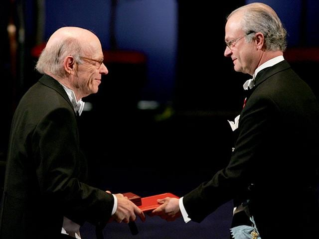 Irwin-Rose-of-the-US-left-receives-the-Nobel-Prize-in-Chemistry-from-King-Carl-Gustaf-of-Sweden-during-a-ceremony-at-the-Concert-Hall-in-Stockholm-Sweden-AP-Photo