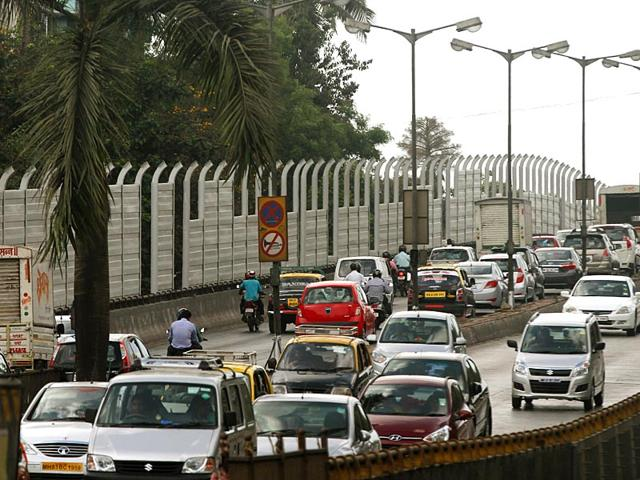 Noise-barriers-have-been-erected-on-the-sides-of-a-flyover-near-Sion-hospital-in-Mumbai-This-will-provide-some-much-needed-respite-from-the-incessant-honking-that-has-been-making-lives-difficult-Arijit-Sen-HT-photo
