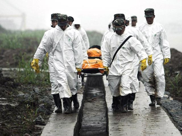 Yangtze tragedy: Death toll climbs to 97 as China rights capsized ship