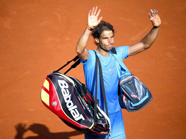 Spain-s-Rafael-Nadal-waves-to-the-crowd-as-he-leaves-the-court-following-his-defeat-against-Serbia-s-Novak-Djokovic-at-the-end-of-their-men-s-quarter-final-match-of-the-2015-French-Open-in-Paris-France-AFP-Photo