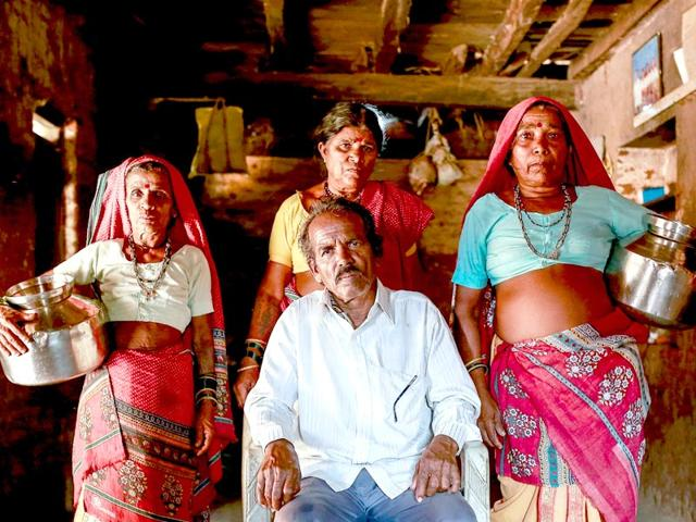Tuki-Sakhri-and-Bhaagi-L-to-R-the-wives-of-Sakharam-Bhagat-prepare-to-go-out-to-fetch-water-from-a-well-outside-Denganmal-village-Maharashtra-Reuters-Photo
