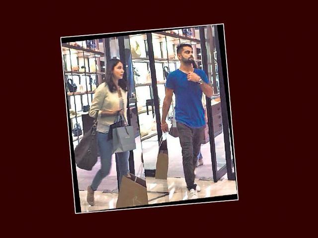 Anushka-Sharma-and-Virat-Kohli-spotted-in-a-Delhi-mall