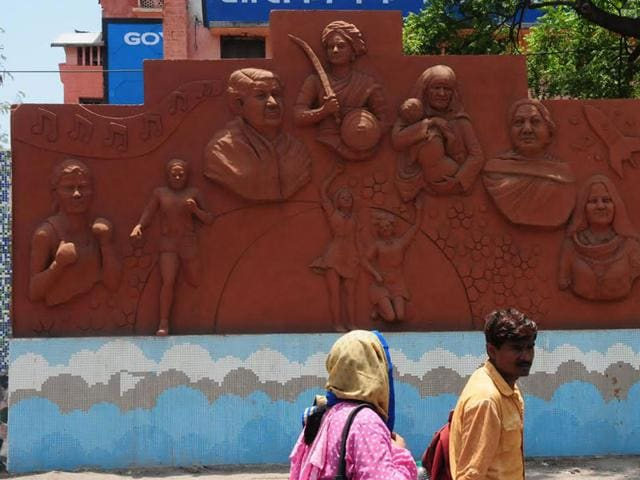 The-mural-created-by-Bhopal-Municipal-Corporation-depicts-Indian-woman-achievers-at-the-Apex-Bank-Trisection-in-Bhopal-Mujeeb-Faruqui-HT-photo