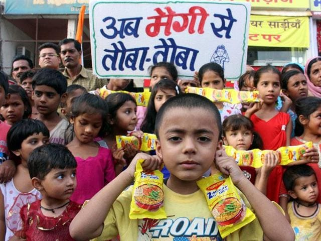 Children-demonstrate-with-Maggi-packets-and-vow-not-to-consume-them-anymore-in-Bhopal-on-Friday-HT-photo