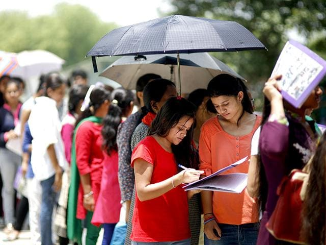 Aspirants-of-Delhi-University-undergraduates-courses-filling-up-the-centralized-admission-form-at-the-North-Campus-in-New-Delhi-HT-Photo-Vipin-Kumar