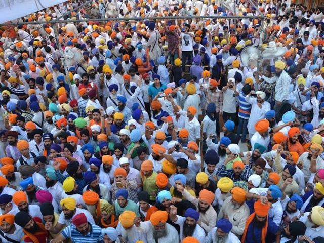 The-confrontation-took-place-in-the-shrine-parikaram-near-Beri-Baba-Buddha-Sahib-when-the-Task-Force-asked-the-youngsters-to-disperse-and-move-out-of-the-shrine-Sameer-Sehgal-HT