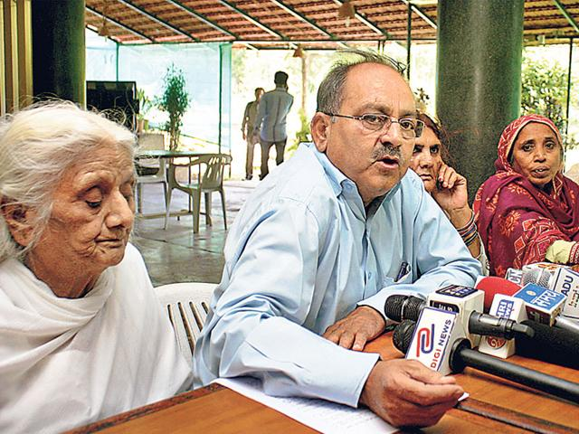 Bhopal-gas-tragedy-activists-addressing-a-press-conference-in-Bhopal-on-Saturday-Bidesh-Manna-HT