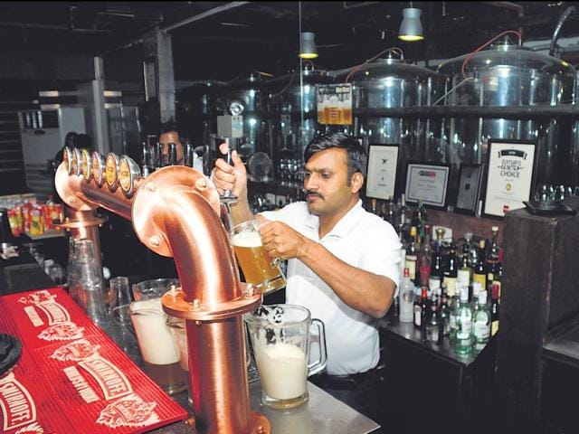 Gurgaon-already-has-quite-a-few-number-of-pubs-that-house-micro-breweries-parveen-Kumar-ht-photo