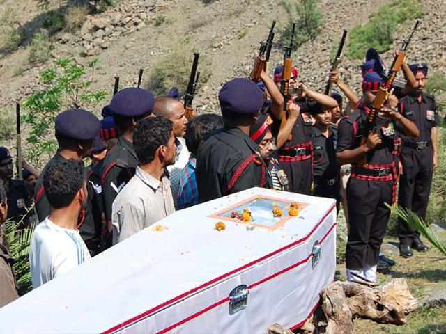 Army-pays-last-tributes-to-martyr-Praksh-Chand-in-Mandi-district-Himachal-Pradesh-HT-Photo