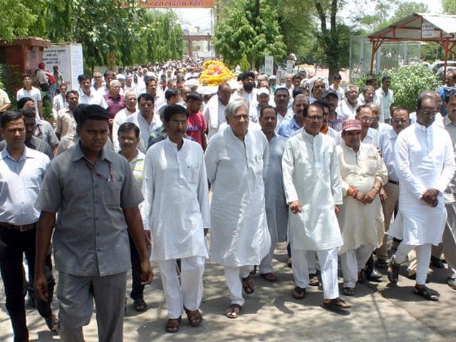 CM-Shivraj-Singh-Chouhan-CS-Anthony-de-Sa-and-DGP-Surendra-Sinh-among-others-were-present-at-the-funeral-of-MN-Buch-on-Sunday-HT-photo