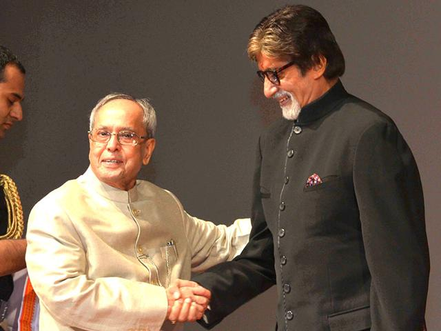 Pranab-Mukherjee-with-Amitabh-Bachchan-at-Piku-screening-in-Rashtrapati-Bhawan-IANS-photo