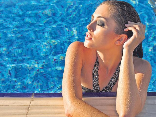 Looking-good-is-essential-Even-at-a-pool-party