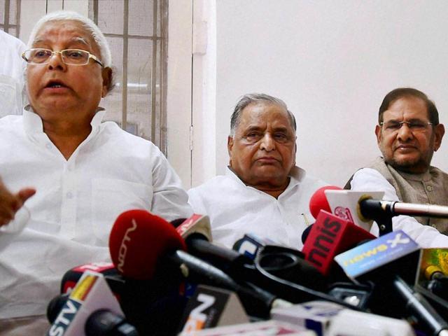 Mulayam says Nitish will lead anti-BJP alliance in Bihar, Lalu agrees