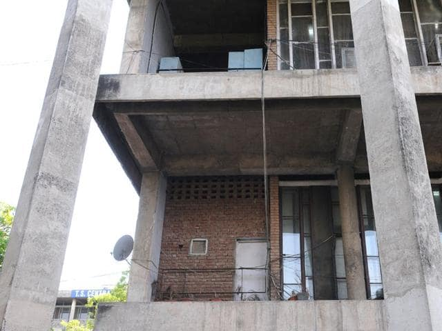 The-deputy-commissioner-s-office-violate-the-building-bylaws-with-impunity-in-Sector-17-Sanjeev-Sharma-HT