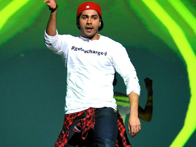 At-a-promotional-event-for-ABCD-2-Varun-Dhawan-was-in-all-the-mood-to-have-fun-and-he-did-his-best-to-defy-gravity-AFP-Photo