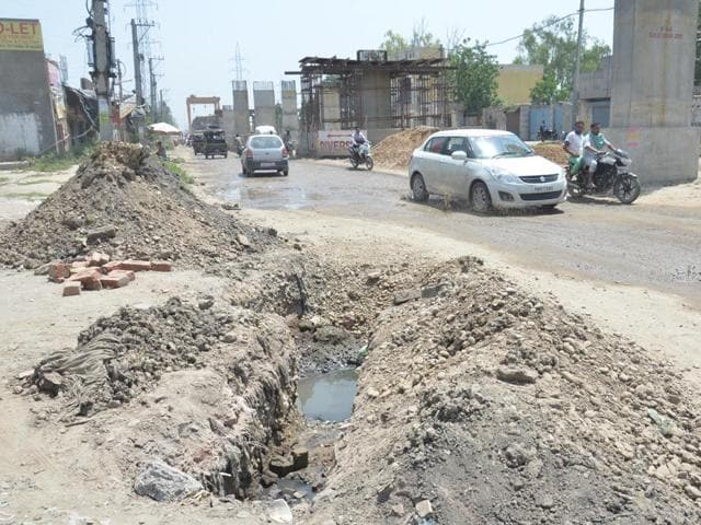 A-view-of-the-bad-shape-roads-due-to-construction-work-of-the-Bus-Rapid-Transits-System-BRTS-at-Batala-road-in-Amritsar-Sameer-Sehgal-HT