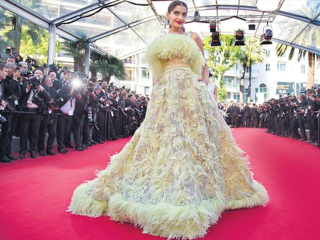 Sonam-Kapoor-in-a-yellow-feathered-Elie-Saab-gown