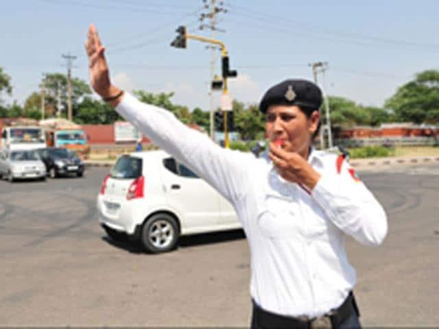 UT-Traffic-police-constable-Santosh-Kumari-Keshav-Singh-HT