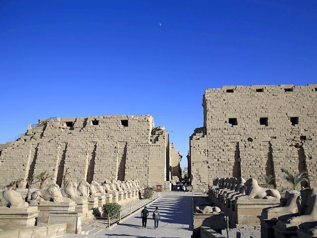 Egypt: 2 militants killed after suicide bomber targets Karnak temple