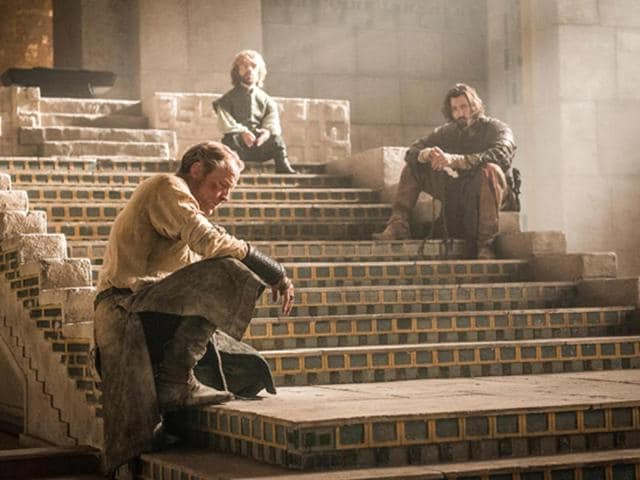 Peter-Dinklage-Tyrion-Lannister-Iain-Glen-Ser-Jorah-Mormont-and-Michiel-Huisman-Daario-Naharis-in-astill-from-Game-of-Thrones