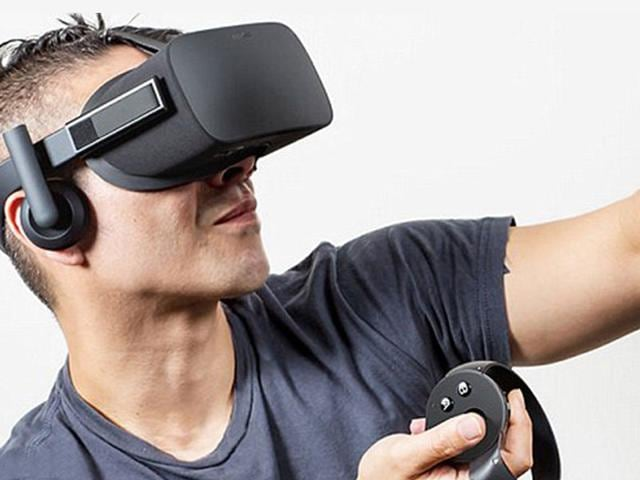 The-Oculus-Rift-will-come-with-an-Xbox-One-wireless-controller-and-a-standing-camera-to-track-the-head-and-body-movements-of-users-Photo-Oculus-com