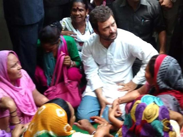 Congress-vice-president-Rahul-Gandhi-visited-east-Delhi-MCD-office-and-interacted-with-the-sanitation-workers-who-are-on-strike-He-said-both-Centre-and-Delhi-government-were-shirking-their-responsibilities-and-that-he-will-take-up-their-battle-Sonu-Mehta-HT-Photo