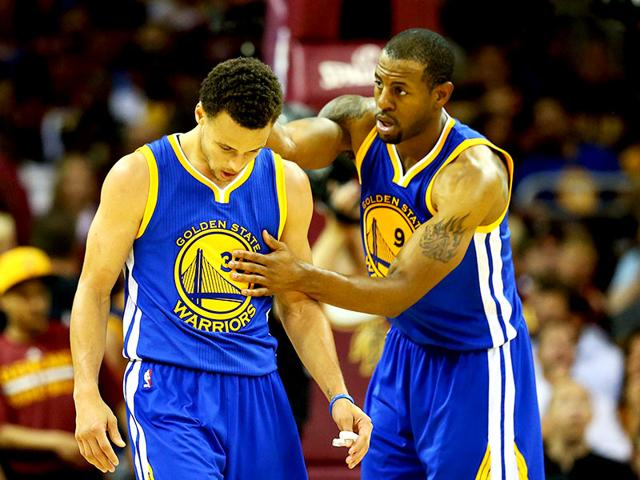 Andre-Iguodala-R-talks-to-Golden-State-Warriors-teammate-Stephen-Curry-during-Game-Four-of-the-2015-NBA-Finals-against-Cleveland-Cavaliers-at-Quicken-Loans-Arena-in-Cleveland-Ohio-on-June-11-2015-AFP-Photo