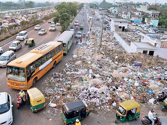 Areas-like-Geeta-Colony-Vishwas-Nagar-Jaffrabad-Yamuna-Vihar-Shakarpur-Shahdara-Seelampur-and-Patparganj-are-badly-hit-as-residential-colonies-markets-and-slums-are-overflowing-with-garbage-Sonu-Mehta-HT-Photo