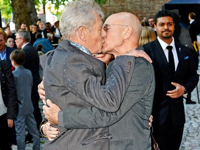 Sir-Patrick-Stewart-and-Sir-Ian-McKellen-in-a-warm-embrace-Source-Twitter